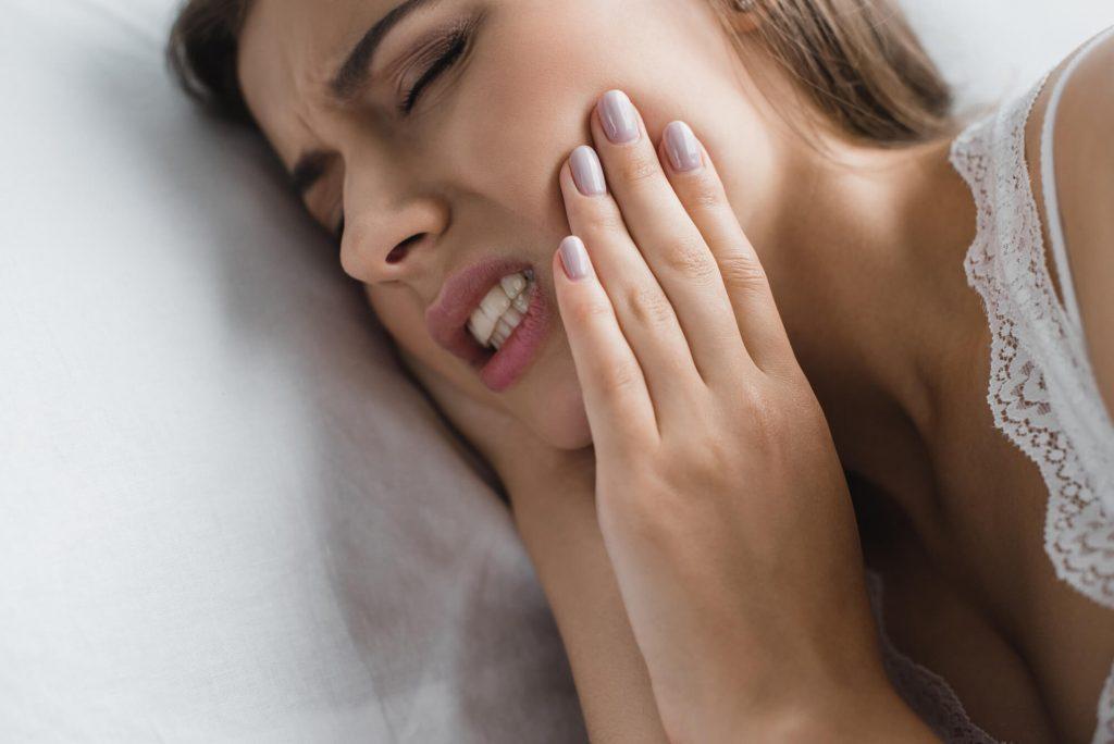woman in pain Emergency Dentist West Palm Beach